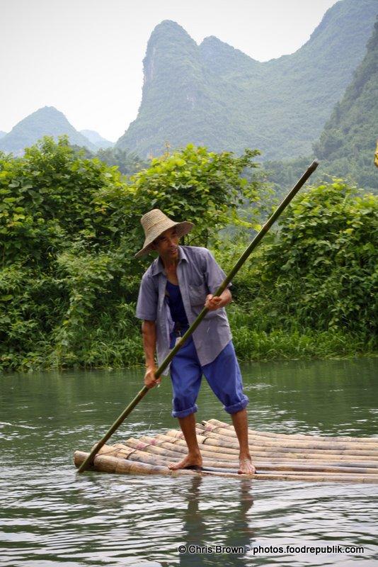 Raft man - Yangshuo